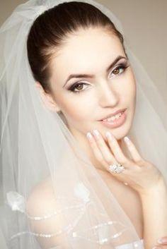 Google Image Result for http://cf.ltkcdn.net/makeup/images/std/148545-283x424-beautiful-natural-bridal-makeup.jpg