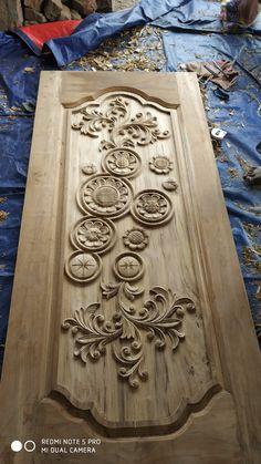 Wooden Glass Door, Wooden Front Door Design, Wood Front Doors, Single Door Design, Home Door Design, Wood Chair Design, Modern Wooden Doors, Ceiling Design, House