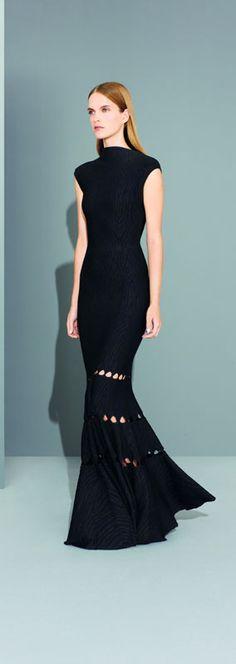 Te Go Çı: Simplicity speaks comfort {Azzedine Alaia} Passion For Fashion, Love Fashion, High Fashion, Fashion Show, Fashion Design, Ladies Fashion, Dress Fashion, Dresses 2013, Fall Dresses