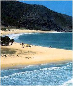 Playa Caribe, Isla de Margarita, Se encuentra localizada en la zona norte de la isla y poco a poco se ha convertido en la favorita de turistas y locales. Con una extensión cercana a los 2 Kms ofrece la posibilidad de encontrar siempre un lugar solitario para tomar sol. Venezuela