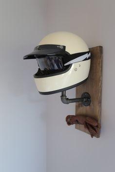 Parrilla de casco de motocicleta hecha a mano con guante o llave de gancho. Materiales: Madera, acero de Pensilvania Solamente las naves es Estados Unidos Hecho a la medida