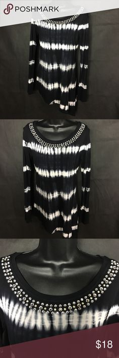 I.N.C Flashy Top~ Black N' White~ Dazzling 💋 Amazing top in a size S. Bottom of top slants down on purpose. Condition: NWT NWOT ✅ GREAT GOOD FAIR  I'm always open for a good offer, don't hesitate to ask if it's reasonable. My prices can change daily. Please if you are unsure about the size, I will measure and get back to you ASAP. I would like to avoid low ratings because of potential sizing issues, when I will gladly measure for you If you have any questions let me know. Happy Shopping 😊…