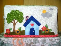 Oh I do like to be beside the seaside. Raw Edge Applique, Hand Applique, Applique Patterns, Applique Quilts, House Quilt Patterns, House Quilts, Fabric Houses, Mini Quilts, Decorated Gift Bags