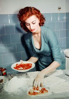 Sophia Loren making pizza c. 1955. She might be a fascist now, but she sure was pretty.