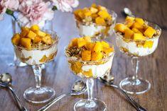 Tilslørte bondepiker med mango og havre Food And Drink, Pudding, Baking, Desserts, Recipes, Mango, Deserts, Cutaway, Syrup