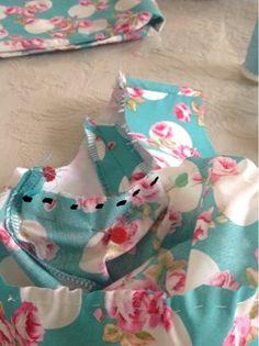 Vamos a montar paso a paso una manga de un traje de flamenca. Aquí tenéis la foto del patrón que yo utilizo. Como se puede apreciar es un pa...