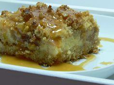 Barras de Cheesecake de Maça com Streusel e Caramelo