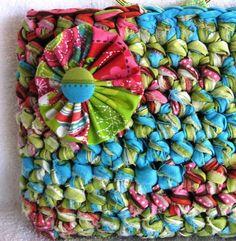 Bolsa de trapillo. Tutorial con fotos ❥Teresa Restegui http://www.pinterest.com/teretegui/❥