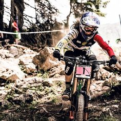 Watch the full replay from a day of dusty downhill racing in Lenzerheide. Woman Mechanic, Cycling Girls, Women's Cycling, Mountain Biking Women, Go Red, Old Bikes, Bike Frame, Bike Art, Mtb Bike