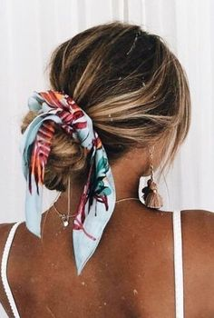 ¡Dale un giro a tu peinado con lindas mascadas! Scarf Hairstyles, Cute Hairstyles, Wine Tasting Outfit, Micro Braids, Beachwear For Women, Banana, Hair Inspo, Your Hair, Beauty Hacks
