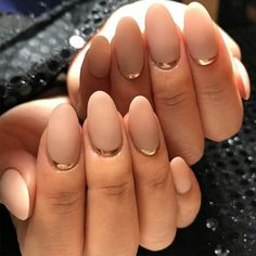 Semi-permanent varnish, false nails, patches: which manicure to choose? - My Nails Gold Nails, Nude Nails, Acrylic Nails, Hair And Nails, My Nails, Manicure, Nagellack Trends, Fall Nail Art Designs, Formal Nails