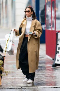 Emily Ratajkowski - Filmes e Fotografias - Getty Images Emily Ratajkowski Street Style, Emily Ratajkowski Outfits, Emily Ratajkowski Closet, Mode Outfits, Trendy Outfits, Fashion Outfits, Fashion Sets, Daily Fashion, Looks Street Style