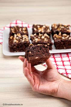 The best blackberry with chocolate and nuts - The best and most fluffy dark chocolate and nuts - Sweet Desserts, Vegan Desserts, Easy Desserts, Sweet Recipes, Dessert Recipes, Bakery Shop Design, Sicilian Recipes, Romanian Food, Crazy Cakes