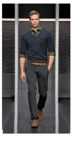 Idée et inspiration Look pour homme tendance 2017   Image   Description   dark trousers, navy sweater over a shirt with brown shoes | business casual