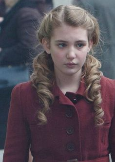 Mairead O'Neill [Sophie Nelisse]