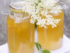 Holunder-Zitronen-Gelee | http://eatsmarter.de/rezepte/holunder-zitronen-gelee