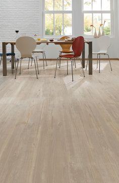 Pro Fix - Natural pine: Pvc click laminaat vloer. Pvc vloer, net echt hout   Bestel tot 6 GRATIS stalen op onze website handyfloor.nl   Deze prachtige vloer kan toegepast worden in iedere woning. Door de natuurlijke look past deze in zowel een modern als een klassiek interieur. Kies bij deze vloer eens voor een jute of sisal tapijt voor een cosy sfeer. #eiken #houtlook #hout #houten 29,95 / m2 (incl. BTW)