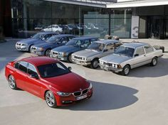 Más grande no siempre es mejor. Pero es la tendencia en la industria automovilística actual. Es evidente que los coches han crecido a lo largo y ancho de forma considerable durante las últimas déc