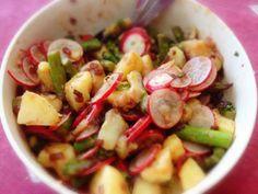 Kartoffelsalat mit Spargel und Radieschen