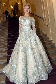 Modelka Simona Krainová na Plese v Opeře (6. února 2016)
