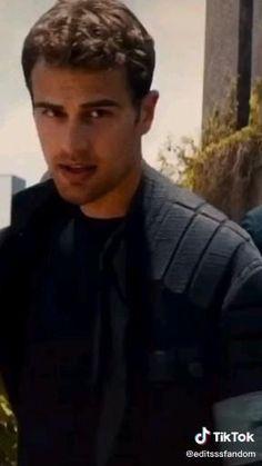 Divergent Theo James, Divergent Fandom, Divergent Movie, Cute Celebrity Guys, Cute Celebrities, Celebs, Tris E Quatro, Tris Und Four, Hot Actors
