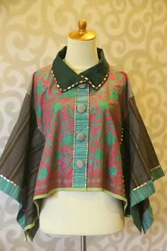 pinterest @Nk African Wear, African Dress, African Fashion, Blouse Batik, Batik Dress, Mode Batik, Batik Kebaya, Amarillis, Modesty Fashion