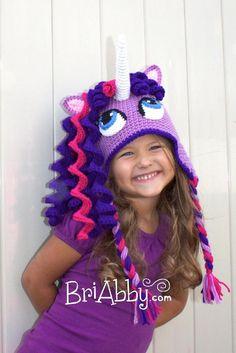 Ravelry: Crochet Unicorn / Pony Hat pattern by Joni Memmott / BriAbby. Both the little girl and the hat! Crochet Kids Hats, Crochet Baby, Knitted Hats, Knit Crochet, Ravelry Crochet, Baby Knitting, Crochet Unicorn Hat, Crochet Beanie, Unicorn Pattern