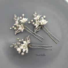 Шпилечки с цветочками из витраль всех по 3 штучки, кроме белых их 6 шт. в наличии по 350 р _____________________________ ✨ Вопросы в директ или WhatsApp +79889495980  Следуйте своим мечтам и будьте счастливы!  #вечерняяприческа #свадебнаяприческа #гребеньвприческу #веточкавприческу #украшенияростовнадону #диадема #тиара #венок #гребень #украшениеизбусин #wedding #Weddingdecoration #Weddinghairornament #bride #Weddingtiara #ручнаяработа #украшенияручнойработы #корона…