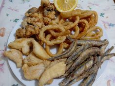 Spanish Kitchen, Spanish Cuisine, Chicken Salad Recipes, Salmon Recipes, Tapas, People Eating, Fish And Seafood, Food Truck, Food Videos