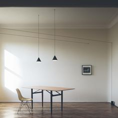 Create a dramatic lighting installation with this String cone head ceiling light from Flos. Including a 12m Kevlar coaxial coated cable, it can be used as a design statement and includes a flared cone