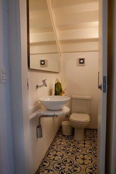 Veja soluções criativas e funcionais para aproveitar o espaço debaixo da escada - Casa e Decoração - UOL Mulher