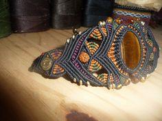 Bracelet en macramé avec Oeil du Tigre. Makes me want to do more micromacrame--love the palette.