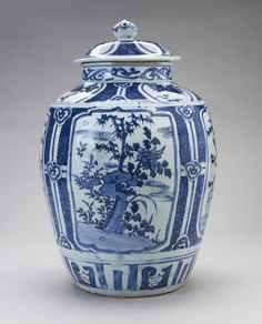 Jar and Cover   China, Ming late 16th century Porcelain painted with underglaze blue, H. 49.5 cm  Windsor Castle, RCIN 35812