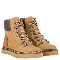 9d752b8086e Ergänzen Sie Ihren herbstlichen Look mit den Schnürstiefeln von SEE BY CHLOE  aus hochwertigem Leder.