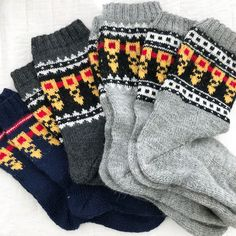 Crazy knitter in the Summer Heat? Wool Socks, Knitting Socks, Mitten Gloves, Mittens, Summer Heat, Crochet, Tees, Crafts, Fashion