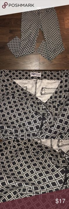 Old Navy Pixie Pants Career Super chic geometric print Pixie pants great for work! In Excellent condition! Old Navy Pants Ankle & Cropped