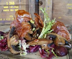 Salad of crispy prosciutto, beets and mushrooms