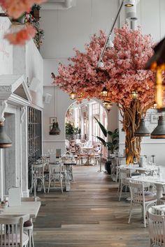 Add This Blooming British Restaurant to Your Brunch Bucket List ASAP Salon Interior Design, Restaurant Interior Design, Salon Design, Interior And Exterior, Modern Restaurant, Coffee Shop Design, Cafe Design, Design Design, Design Ideas