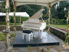 aahhh...my dream. To one day be able to roll my grand outside & just play play play...