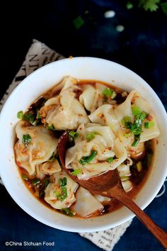 Szechuan style hot and spicy red oil wonton Asian Recipes, Beef Recipes, Cooking Recipes, Healthy Recipes, Ethnic Recipes, Kitchen Recipes, I Love Food, Good Food, Yummy Food