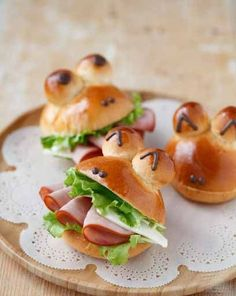 Kids Meals Top 20 Bread Recipes For Kids That You Can Try Today - Looking for healthy and easy bread recipes for kids? Here we present 20 quick bread recipes for kids, that are little beyond from normal. Read on and try today! Bread Recipes For Kids, Fun Easy Recipes, Snacks Recipes, Baking Recipes, Cute Food, Good Food, Yummy Food, Snacks Für Party, Ham And Cheese