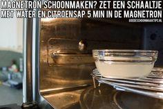 Magnetron schoonmaken? Zet eerst een schaaltje water met citroensap 5 minuten in de magnetron. Meer tips op: www.goedeschoonmaaktips.nl