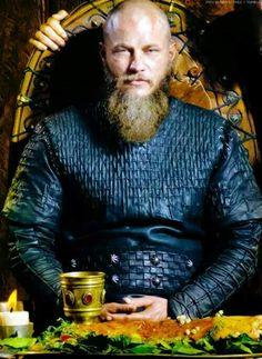 Vikings is inspired by the sagas about the Viking Ragnar Lothbrok, one of the best-known. Vikings Season 4, Vikings Tv Show, Viking Bracelet, Viking Jewelry, Viking Pictures, Ragnar Lothbrok Vikings, Vikings Travis Fimmel, Valhalla Viking, Viking Shop