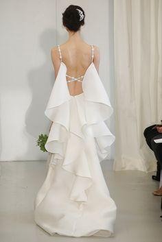 Yo quiero comer perdices contigo..  Espectacular la espalda con volantes verticales de este vestido de novia Ángel Sánchez (SS 2014) #weddingdresses #NYBW