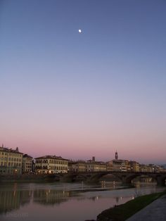 Ponte Vespucci, veduta di Firenze al tramonto  #florence #firenze #twilight #river #moon