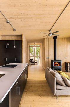 f2491a0348aeb7 Schöne Fertighaus in Quebec aus Holzplatten  fertighaus  holzplatten   quebec  schone Modern Cottage