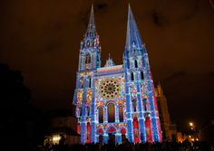 Enjoy your night tour of Chartres en Lumières, the great annual event which enlights Chartres monuments...also available in a city train !