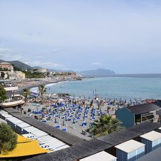 ジェノヴァ/Genova . 北イタリアはリグーリア州の港町リグーリア海を望むこの街はとても爽やかな雰囲気です中心部には水族館もあり少し歩くと綺麗な海も見られます . もちろん魚介類やジェノベーゼパスタ(イタリアでジェノベーゼソースはペスト(pesto)と呼ばれます)などグルメも充実しています . # #buono_italia #buono_italia #italia #italy #travelgram  #ig_italia #igitalia #italytravel #travel #instatravel #Genova #絶景 #世界の絶景 #世界遺産 #イタリア #海外旅行 #旅 #旅行 #旅行好き #ジェノヴァ