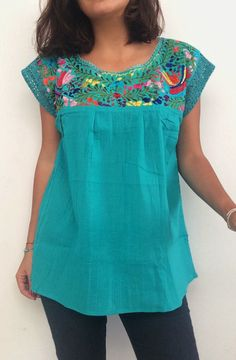 embroidered turquoise mexican blouse made in por ChiapasbyJUBEL Mexican Blouse, Mexican Dresses, Look Fashion, Fashion Outfits, Beautiful Blouses, Blouse Vintage, Blouse Dress, Top Pattern, Trending Outfits