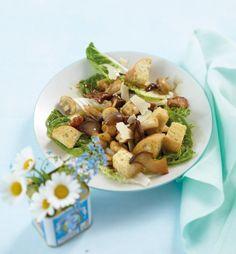 Rezept für Pilzsalat mit Croûtons bei Essen und Trinken. Und weitere Rezepte in den Kategorien Brot / Brötchen / Toast, Gemüse, Käseprodukte, Kräuter, Milch + Milchprodukte, Pilze, Vorspeise, Salate, Braten, Einfach, Vegetarisch.